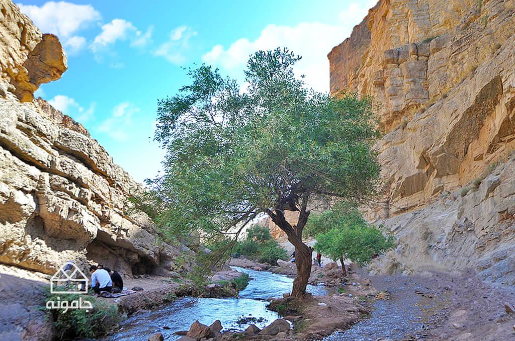 آبشار آبگرم کلات نادری
